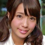 橋本梨菜のムチムチ太ももな女子校生制服画像