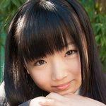 和泉ひよりのグレイのブレザーなJK制服画像
