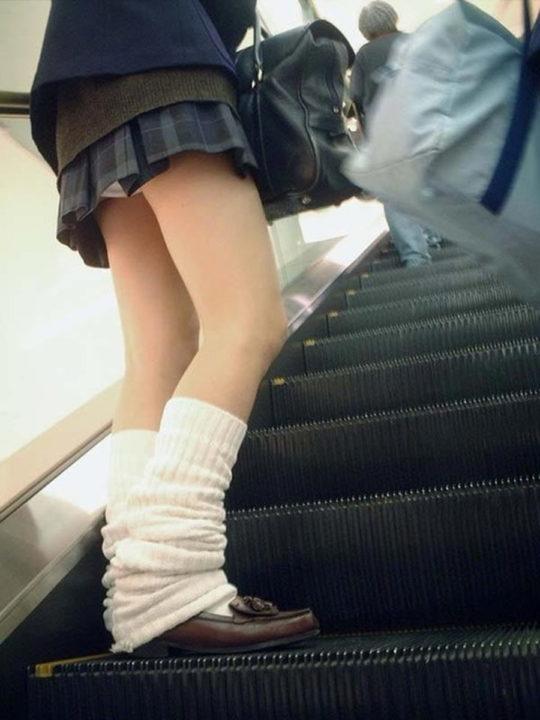 女子校生の階段パンチラ