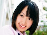雲乃亜美のムチムチ太ももな女子校生制服画像