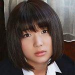 市橋直歩のスレンダー美脚な女子校生制服画像