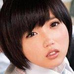 柚木彩花が女子校生の制服姿で痴漢されまくり