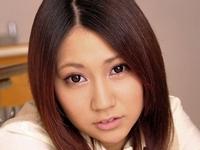 木村葵が女子校生制服で挑発パンチラする画像