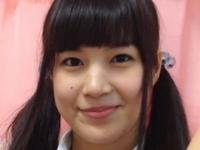 夏目雅子が女子校生の制服でM字開脚な動画