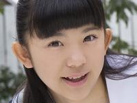 久川美佳の白ハイソックスとニーハイな制服画像