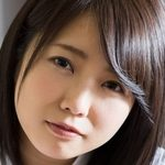 戸田真琴の白ハイソックスな女子校生制服画像