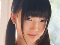 和泉ひよりの紺色ハイソックスなセーラー服画像