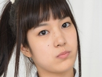 夏目雅子の白ハイソックスな女子校生制服画像