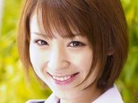 椎名ひかるが女子校生の制服を脱いでいくエロ画像