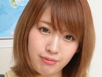 綾瀬ひなのの黒ハイソックスなセーラー服画像