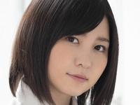 岩田華玲の紺色ハイソックスな女子校生制服画像