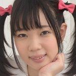 斉藤みゆのツインテールに白ハイソなJK制服画像