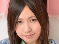 近藤陽子のスレンダー美脚な女子校生制服画像