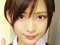 鈴木咲が女子校生の制服でパンチラしまくり