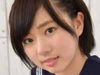 笹山りんがセーラー服でパンチラしている制服画像