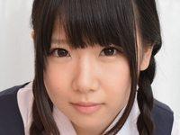 愛須心亜の白ハイソックスな女子校生制服画像
