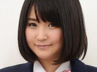 浅田結梨のムチムチ太ももな女子校生制服画像
