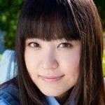 船岡咲の色白スレンダーな女子校生制服画像