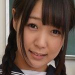 葉山美空のセーラー服にルーズソックスのJK画像