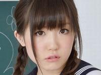 久宥茜の色白ピチピチ美脚なセーラー服画像