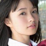 百川晴香のノーソックスな女子校生制服画像