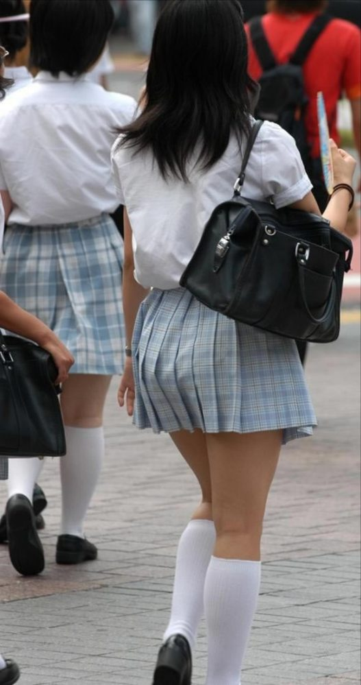 白ハイソックスな街撮り制服女子校生