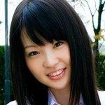 新田まみの白い太ももな女子校生制服画像