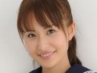 澤井玲菜の黒短ソックスなセーラー服画像