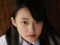 相川結のスレンダー美脚な女子校生制服画像