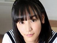 浜田由梨がセーラー服を脱いでいくJK動画