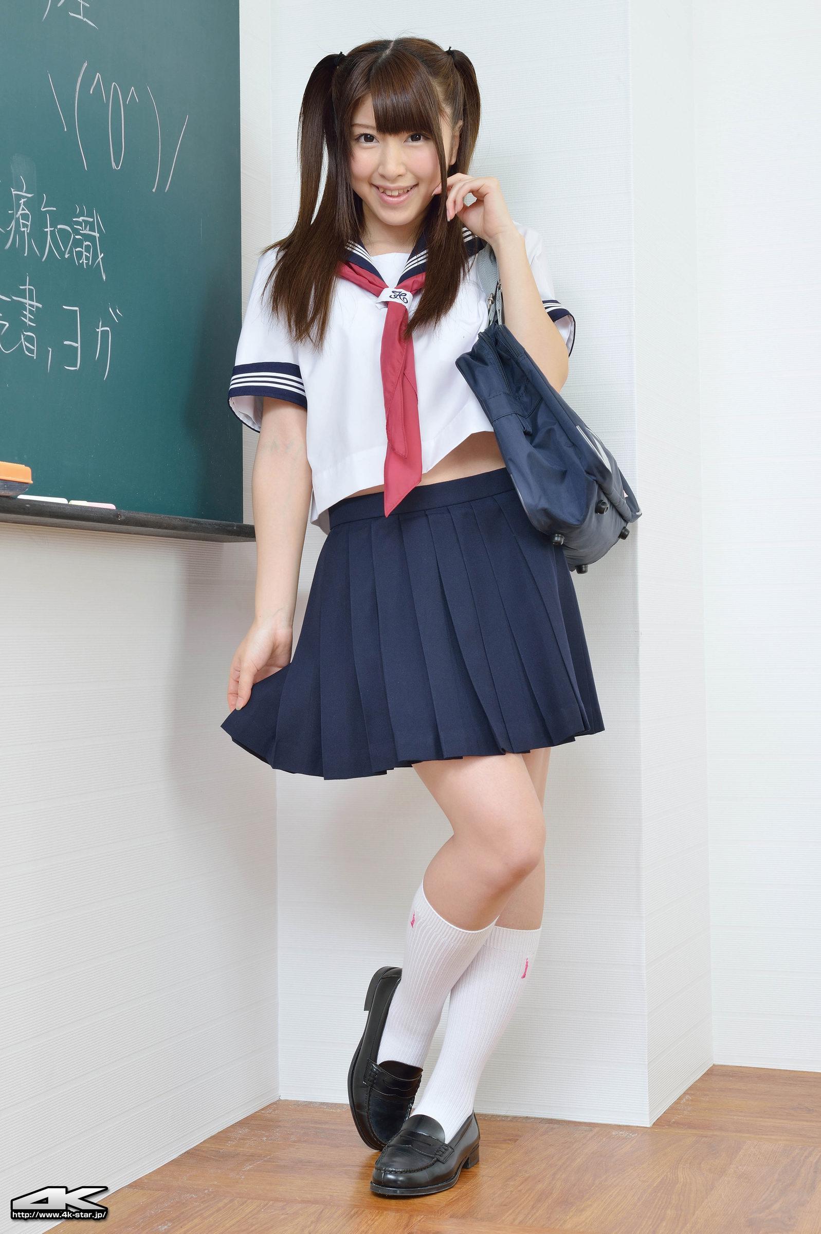 みひろのブレザーに白ハイソックスな制服画像   女子校生制服