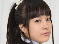 着エロアイドル夏目雅子の白ハイソなJK制服画像
