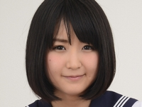 浅田結梨の白ハイソックスなセーラー服画像