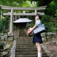 相楽樹の白ハイソックスな女子校生制服画像