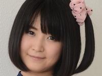 浅田結梨がセーラー服からブルマに着替える画像