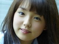 篠崎愛のグレイなハイソックスの女子校生制服画像
