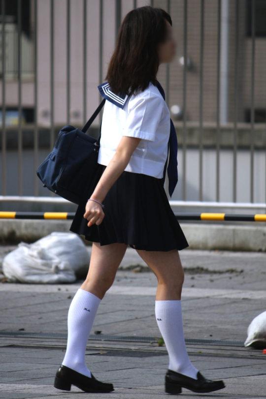 白ハイソックスな街撮り女子校生