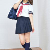蒼井彩加の紺色ハイソックスなセーラー服画像