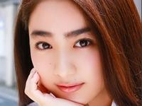 平祐奈の色白ピチピチ美脚が女子校生制服画像