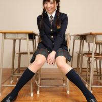 黒田万結花の紺色ブレザーな女子校生制服画像