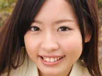 矢野目美有のスレンダー美脚な女子校生制服画像