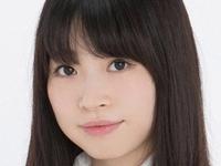 小阪貴恵のスレンダー美脚な女子校生制服画像