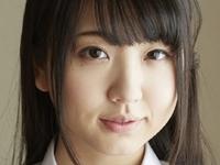 椎名香奈江の黒ニーハイな女子校生制服画像