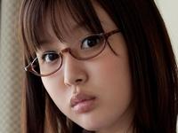 葵つかさのメガネにプリスカな女子校生制服画像