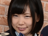 佐野あいの色白モチ肌な女子校生制服画像