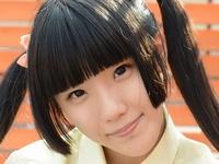 青井いちごの白ハイソックスな女子校生制服画像