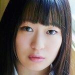 生田奈々のムッチリ太ももな女子校生制服画像