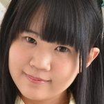 鈴森ひなたの紺色ハイソックスな女子校生制服画像