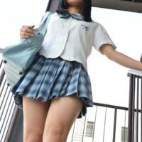 三國さらんの白ハイソックスな女子校生制服画像