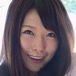 上岡楓がセーラー服を脱ぎながら挑発してきます